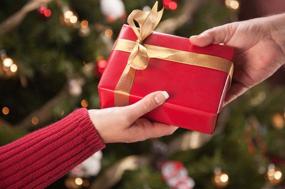Christmas Giving.Christmas Gift Giving Hacks And Thrift Tips Diamond In The